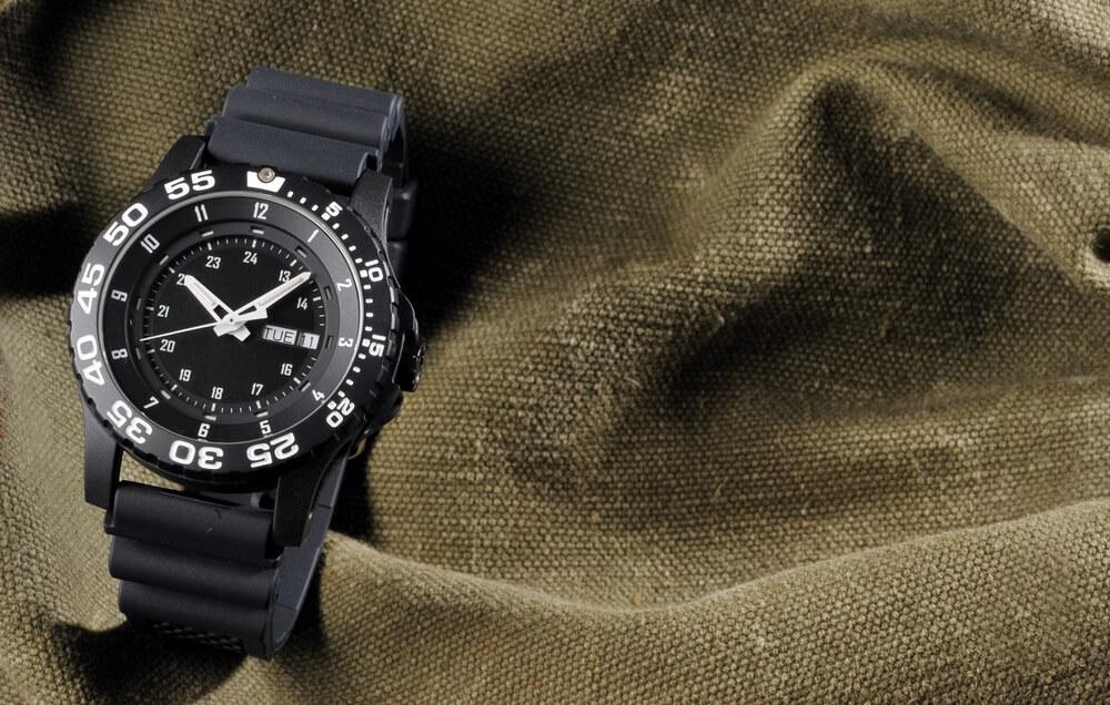 Vojenské hodinky na pytli